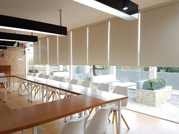 Gambar Roller Blind Sharp Point